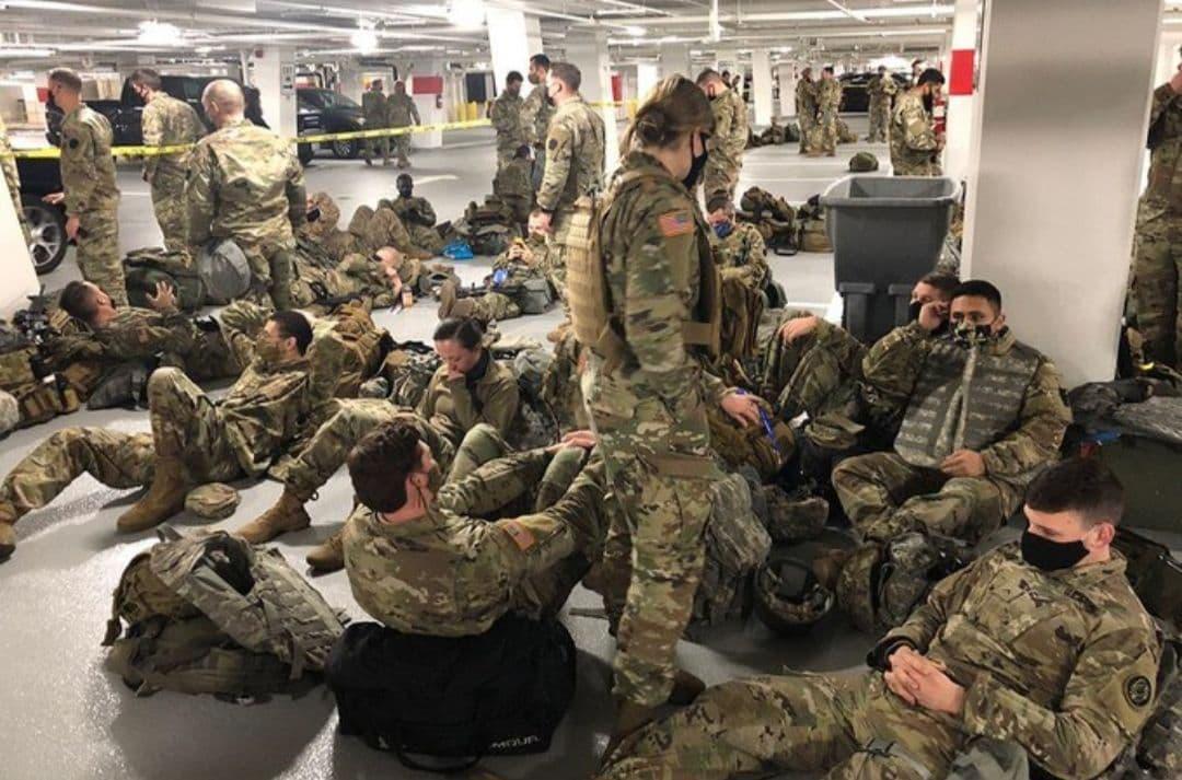 Солдаты в подвале гаражей и в подвалах кофитериев